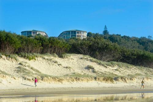 Whale Watch Ocean Beach Resort from Main Beach, Stradbroke Island